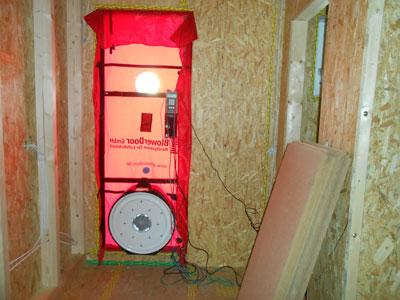 Blower door test hildesheim zugluft finden energie sparen for Fenster nachstellen