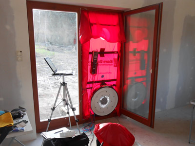 Blower door test schaumburg zugluft finden energie sparen for Fenster nachstellen